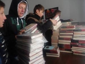 Biblioteca Comunală Şerbăuţi s-a îmbogăţit cu 1.000 de volume de carte