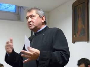 Preotul paroh Viorel Vârlan