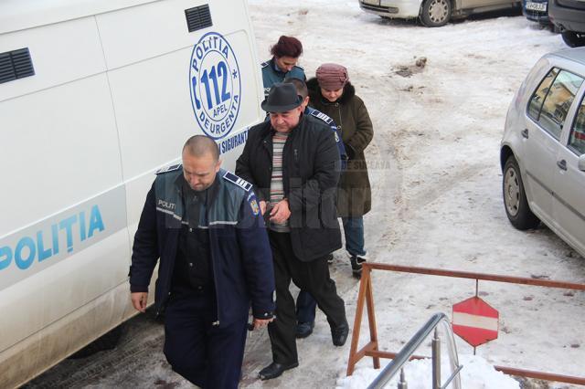 Primarul de Udeşti, Săvel Botezatu, şi casiera primăriei, Marinela Borza, au fost arestaţi preventiv pentru 30 de zile
