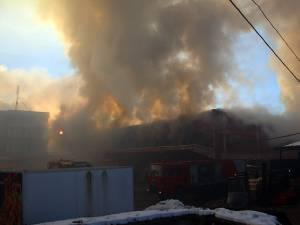 Incendiul a cuprins întreaga clădire