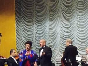 Soprana Leontina Văduva şi tenorul Robert Nagy, aplaudați la scena deschisă