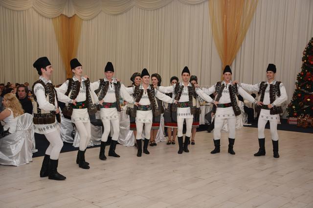 """Momente artistice deosebite oferite de artişti locali, la Gala """"Top 10 Suceveni"""", ediţia a III-a"""