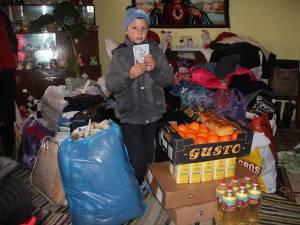 Gabi Baciu a ales să dea o parte din bunătăţile primite colegilor de la şcoală