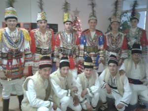 """Ansamblul """"Stejărelul"""" din Cajvana, prezent la un festival de datini din judeţul Timiş"""