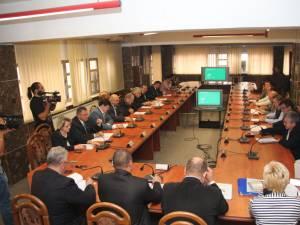 """Deşi PNL are doar 10 membri în deliberativ, proiectul lor, intens disputat, a primit 13 voturi, o parte dintre """"independenţi"""" schimbând macazul"""