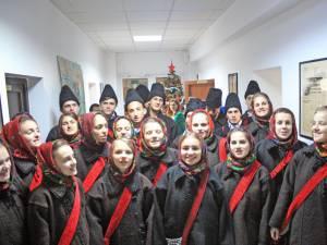 """Grupul vocal tradiţional al Liceului Tehnologic """"Ion Nistor"""" Vicovu de Sus"""
