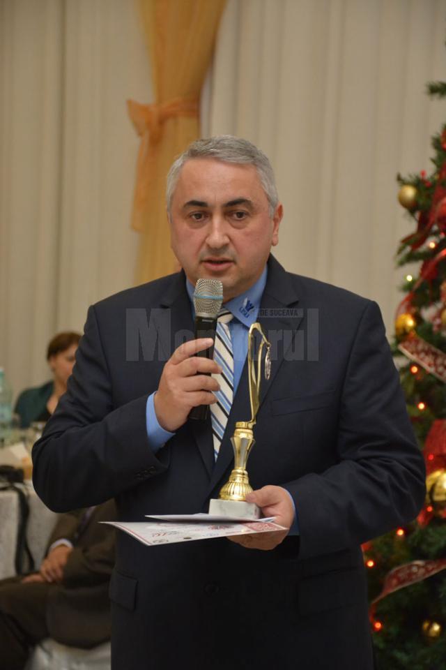 Premiul a fost înmânat rectorului instituţiei – prof. univ. dr. ing. Valentin Popa