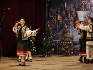 """Spectacol dedicat sărbătorilor de iarnă, organizat de Colegiului Naţional de Informatică """"Spiru Haret"""""""