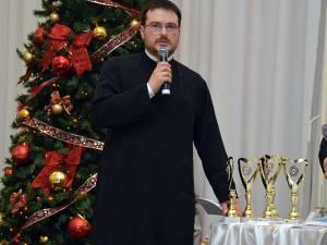 """Preotul Gabriel Herea, la Gala """"Top 10 Suceveni"""". Foto ArTiStul"""