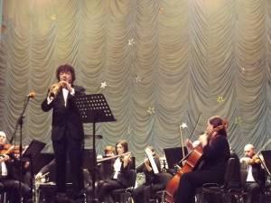 Dirijorul şi solistul la saxofon Adrian Petrescu