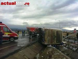 Accidentul s-a soldat cu decesul a două persoane şi rănirea altor şapte. Foto: www.turnulsfatului.ro