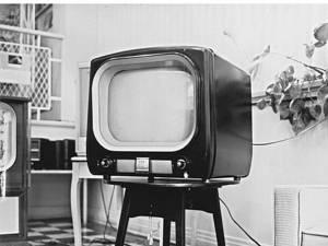 """""""Peste 40 de televizoare..."""""""