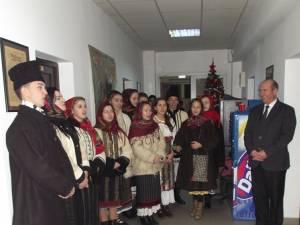 """Elevi de la Şcoala Populară de Arte """"Ion Irimescu"""", cu colinda la Monitorul de Suceava"""