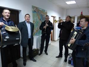"""Redacţia Monitorul de Suceava, colindată an de an de Alexandru Recolciuc şi """"Cetina"""""""