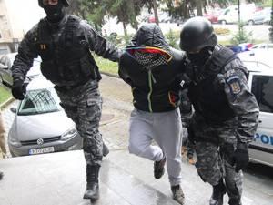 Chiar şi după arestarea preventivă a celor doi fraţi Turu, Decebal Biriş şi Traian Balan, răfuielile între aşa-zisele bande de cartier continuă