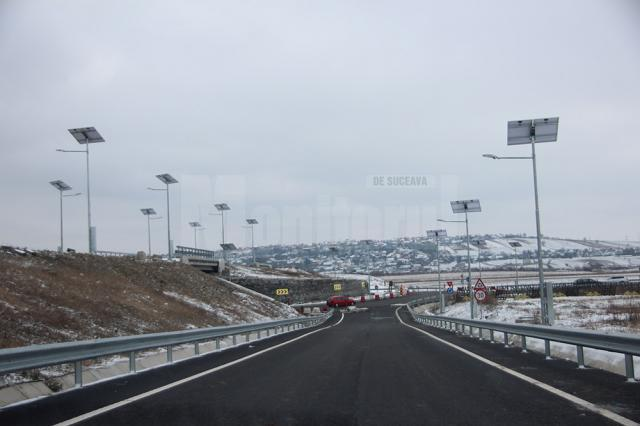 Înainte de Crăciun au fost amplasate şi panourile solare de pe stâlpii de iluminat public