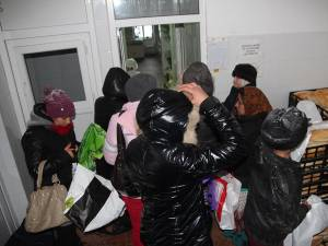 Peste 400 de persoane au primit pachete cu alimente, în care predomină carnea şi preparatele din carne