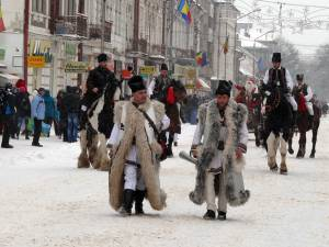 """Festivalul Naţional de datini şi obiceiuri populare de iarnă """"Porniţi Plugul, Feţi Frumoşi!"""" din Vatra Dornei"""