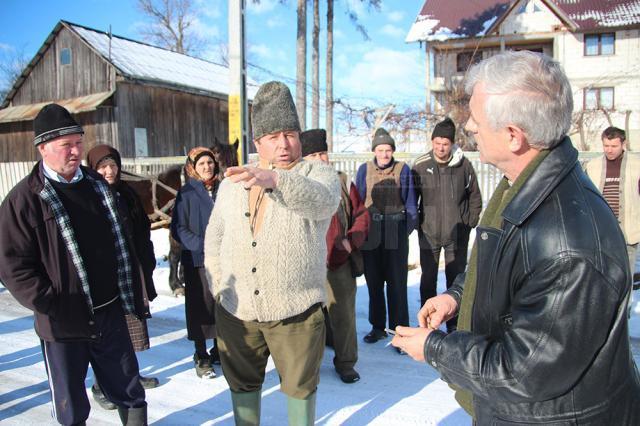 Primarul din Buneşti stă de vorbă cu sătenii revoltaţi