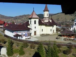 Din turnul de apărare al mănăstirii se vede până hăt, departe