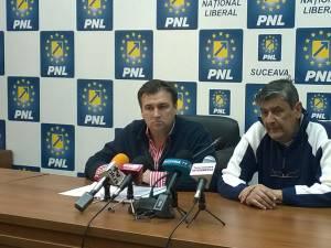 Consilierul local independent dr. Liviu Cîrlan şi consilierul judeţean PNL dr. Cristian Irimie