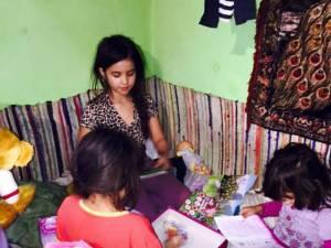 O familie necăjită din satul Dragomirna, ajutată de câţiva oameni cu suflet mare