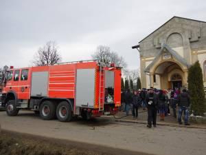 Sala de rugăciune a Bisericii penticostale apostolice din Mitocu Dragomirnei a luat foc ieri, la ora prânzului