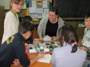 """Studenţi belgieni, în practică la Centrul Şcolar """"Sf. Andrei"""" Gura Humorului"""