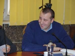 Lucian Harşovschi, noul viceprimar desemnat prin votul Consiliului Local, ca urmare a formării unei noi majorităţi, în jurul PNL-ului, va prelua astăzi atribuţiunile de serviciu