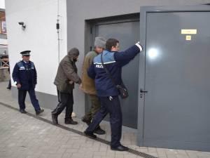 Doi dintre inculpaţii din dosarul exploatării ilegale a pădurii la Preuteşti Sursa: ziaruldepenet.ro