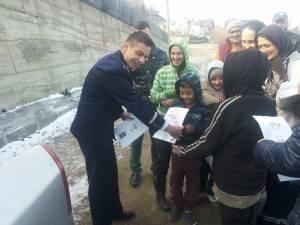 Campanie a poliţiei printre romii de pe Mirăuţi, pentru a-şi trimite copiii la şcoală