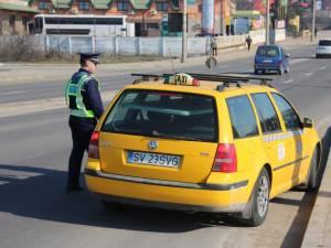 Acţiune de verificare a legalităţii transportului în regim taxi, soldată cu zeci de amenzi