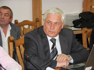 Actualul inspector şcolar general, prof. Gheorghe Lazăr, vrea să ţină în secret intenţia sa de a candida sau nu la şefia instituţiei