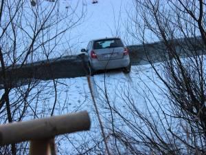 Maşina ajunsă în râul Bistriţa