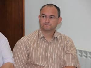 Contactat şi întrebat de noile salarii din cadrul instituţiei, directorul executiv Iacob Caciur a precizat că personalul de execuţie al APIA Suceava are salarii nete între 2.200 şi 4.900 de lei
