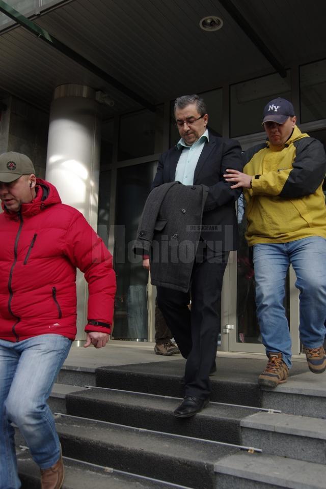 Prefectul Florin Sinescu, reţinut pentru 24 de ore
