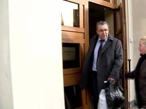 Prefectul a plecat acasă liber la finalul şedinţei de judecată