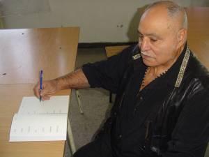 Gheorghe Lazar, la 71 de ani, în Penitenciarul Botoşani, când a absolvit după gratii clasa I
