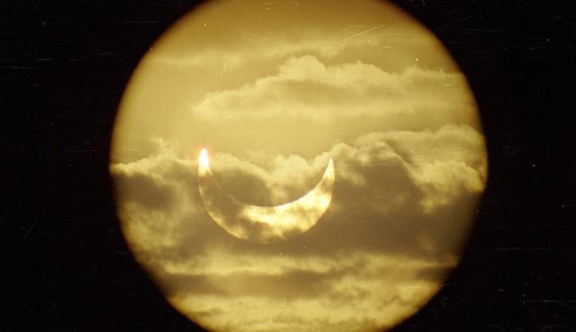 O eclipsă parţială de Soare, vizibilă şi din România, pe 20 martie