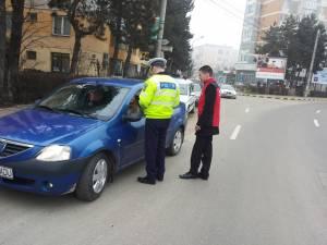 Împreună cu reprezentațiunii Registrului Auto Român, dar și ai unei firme de asigurări, polițiștii au  împărțit peste 200 de mărțișoare, atât șoferilor, cât și pietonilor