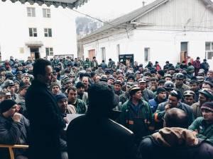 UPDATE: Minerii de la Crucea au refuzat, din nou, să intre la muncă în subteran