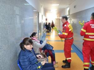 Pompierii SMURD, într-o misiune plăcută pe holurile Spitalului Judeţean