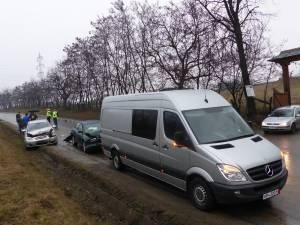 Accident cu trei maşini, la intrarea în Suceava dinspre Ipoteşti