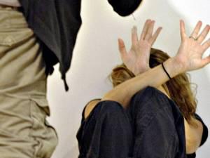 După ordinul de restricţie, bărbatul a continuat să-şi terorizeze fosta consoartă. Foto: cugetliber.ro