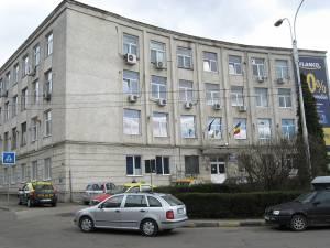 Pe 8 aprilie 2011 au fost percheziţi la Policlinica din Areni