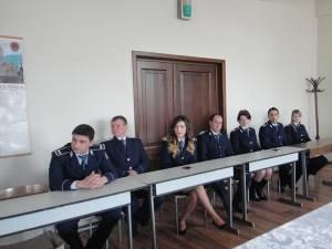 14 lucrători de la Poliţia municipiului Rădăuţi au fost avansaţi în grad, ieri, de Ziua Poliţiei Române