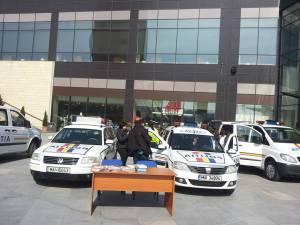 Autospeciale ale politiei au fost aduse în faţa mall-ului