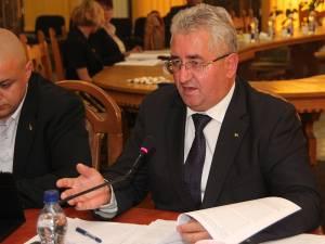 Primarul Ion Lungu, iniţiatorul proiectului de acordare a burselor pentru elevii suceveni