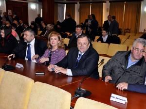 Parlamentarii PNL au fost prezenţi la şedinta extraordinară a Consiliului Judeţean