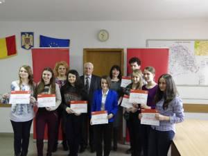 Zece elevi suceveni, premiaţi pentru rezultate şcolare remarcabile